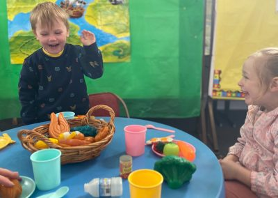 20210719-Early-Links-Playgroup_0004_Girl-and-boy-laughing