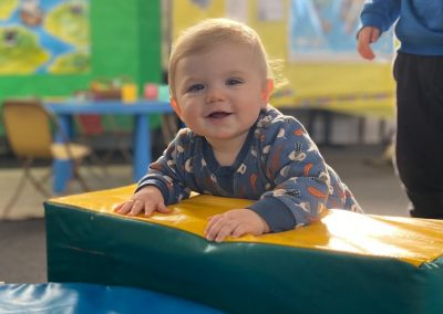 20210719-Early-Links-Playgroup_0006_Baby-smiling-while-climbing